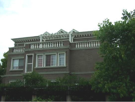 君庭 建筑风格:欧式 君庭作为东郊别墅板块内的顶级别墅楼盘,平均每套